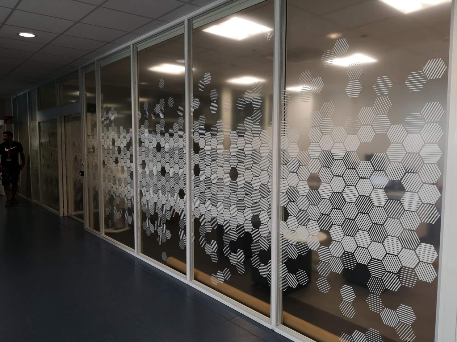 Impression sur adhésif transparent - pose sur vitre chez THALES LES 19-09-19